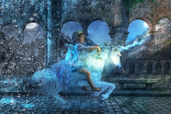fille dans un monde onirique chevauchant une licorne