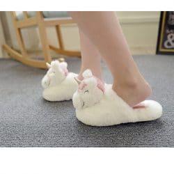 Chausson tete de licorne aux pieds